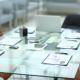biurko w sali konferencyjne przygotowane w dokumenty do obrad