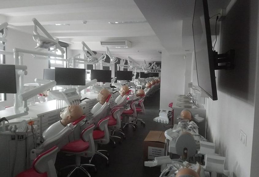 centrum symujlacji medycznej w Zabrzu - sala zabiegów stomatologicznych