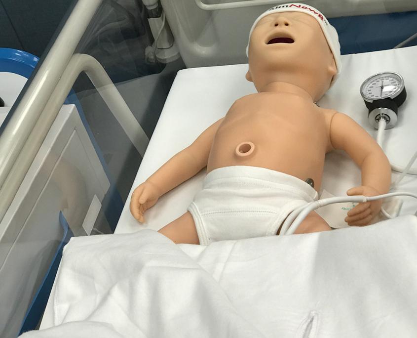 noworodek - fantom - centrum dydaktyki i symulacji medycznej w Katowicach