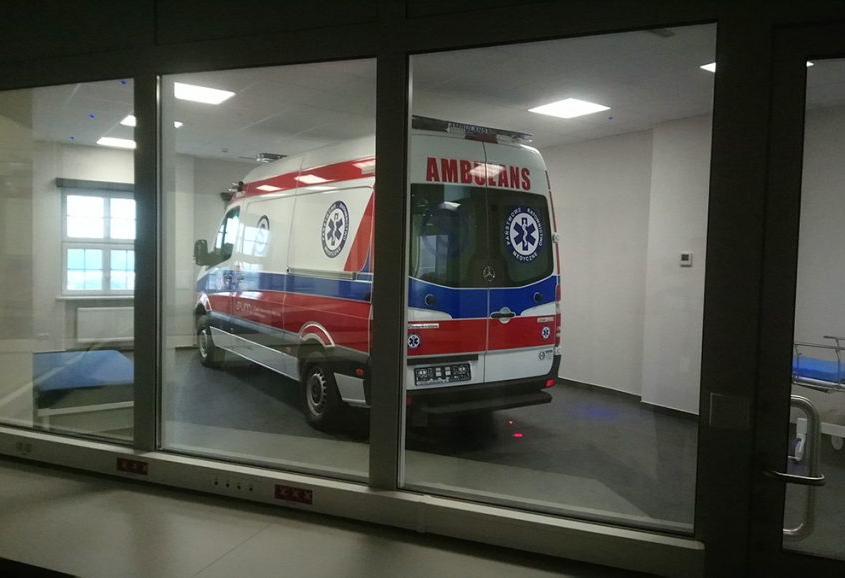 centrum symujlacji medycznej w Zabrzu - widok karetki