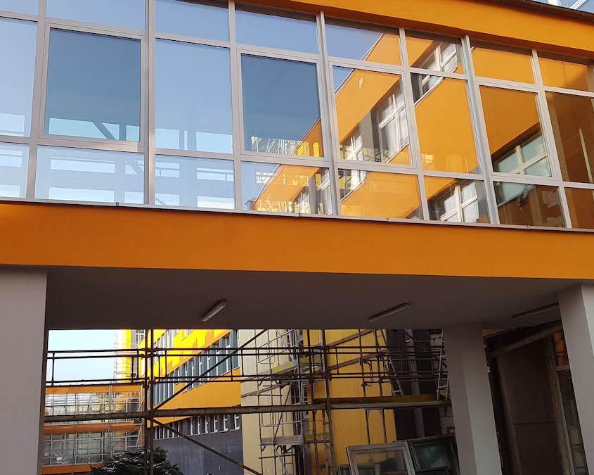 zdjęcie przywiązki między budynkami w Katowicach