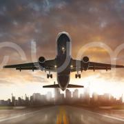wznoszący samolot z pasa startowego